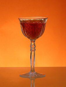 Sklenka likéru Amaretto