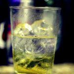 Proč nekombinovat energetické nápoje a alkohol