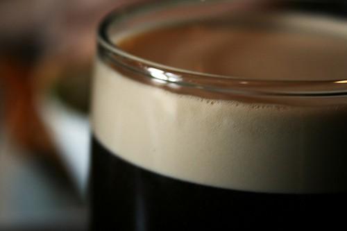 Krémová pěna piva pivního stylu Stout