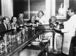 Ernest Hemingway v havanském baru