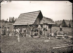 Slovenští zbojníci chystající se na konzumaci tatranského čaje