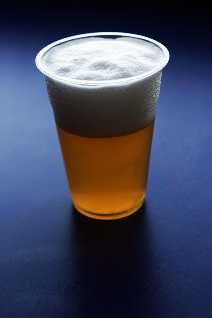 Lehce pěnící pivo