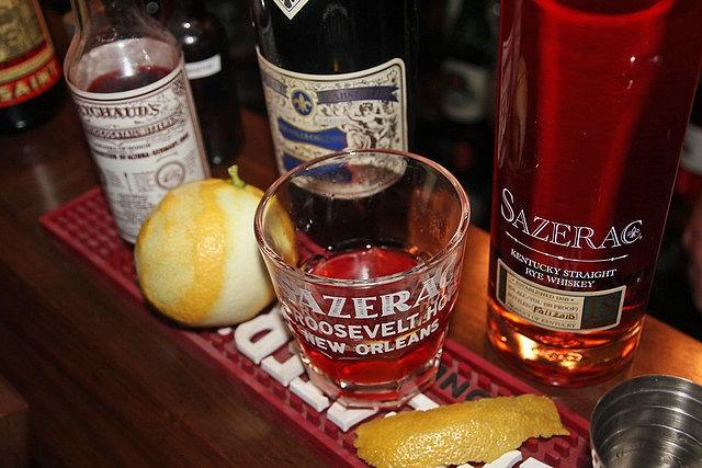 koktejl Sazerac