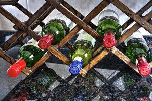 Malý stojan na víno
